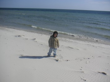 Mio på stranden i Skanör, påsken 2007.