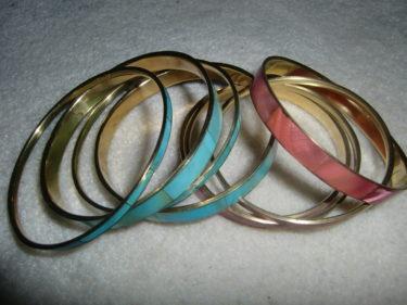 Köpte dessa armband på H&M. Älskar färgerna turkos och korall.