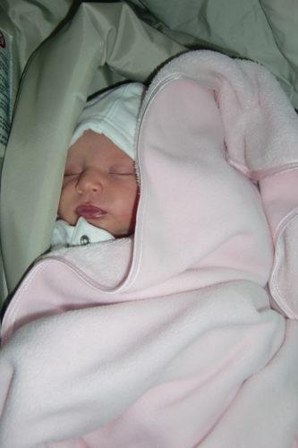 Liv somnar så fort vi lägger henne i hennes barnstol.