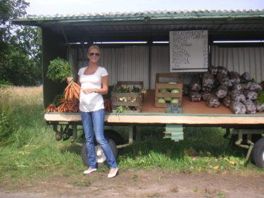 Älskar att man kan köpa grönsaker längst vägarna. Du tar vad du vill ha och lägger pengarna i en burk. Här litar man på folk :-).