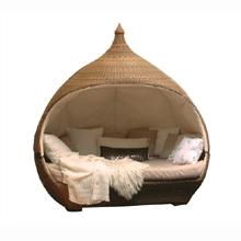 Hittade den här på nätet. vill ha den, men den kostar en fatasiljon så det är bara att drömma vidare om att få sova i en sådan ute på altanen.