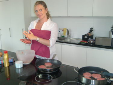 Den här gången lyckades jag med hjälp av inte gammalt härsket ströbröd och kokbok :-).