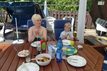 Lunch i solen.