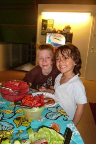Mio och hans kompis Nick(Helenes äldsta son).