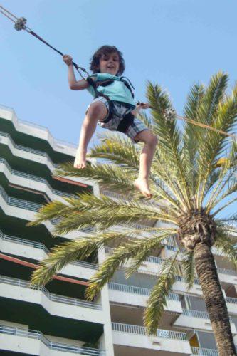 En liten akrobat.