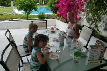 Vi sjusovare åt en mysig frukost tillsammans, när du säkert åt lunch :-)