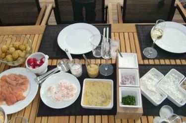 Sill, potatis, lax, räkor och mycket mer stod på menyn.