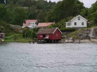 Här bor vi på Valö Pensionat. Nu hoppas vi på att det vackra vädret ska komma, sedan är allt perfekt.