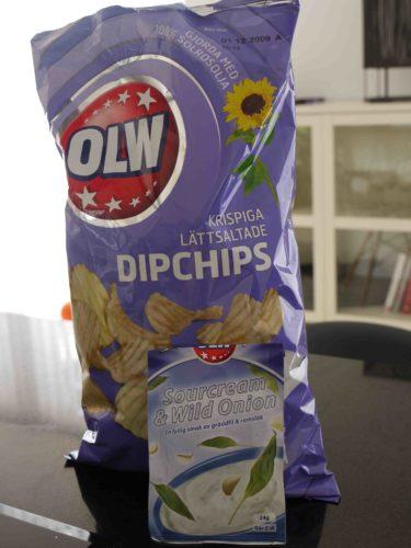 Har hittat en ny favorit i chipshyllan. Dipchips och sourcreme & onoin dip till. Mycket gott och flottigt. OLW har de absolut godaste chipsen och ostbågarna. Kom att tänka på min första reklamfilm som jag gjorde då jag var 16 år. Det var för OLW´s ostbågar, cheezuz. Jag åt så mycket ostbågar under inspelningen att det tog mig år innan jag kunde äta de igen :-).