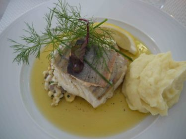 Det blev fisk simmandes i skirat smör och potatispuré.