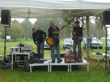 Här kör Rockgubbarna några låtar. Ser du våran favorit Stefan till vänster?