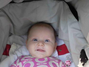 Min fina lilla bebis ler mellan gråtstunderna :-).