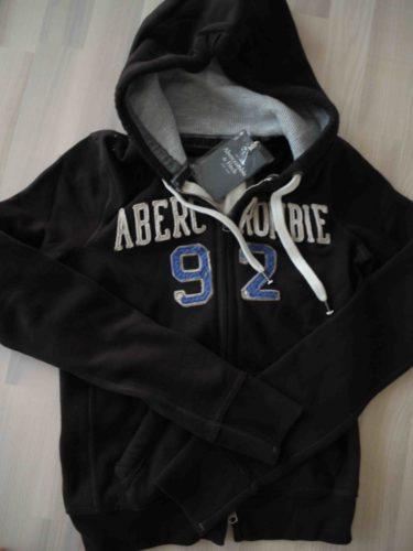 Jag hade beställt en hoodie från Abercrombie, som Niki och Mattias tog med sig från USA. Den kommer garanterat bli höstens hemmafavorit plagg. Det är mörkbrun och mjuk och varm.