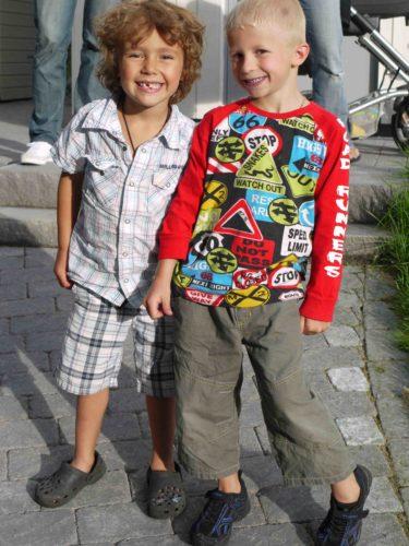 Mio och Chris. De kommer sakna varndra nu när de inte längre kan ses varje dag hemma hos Chris och dagmamma Helene.
