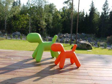 Nu har mins trädgårdstomtar gett plats för två lite mer stilrena hundar :-). De kommer från märket MeToo (http://www.magismetoo.com).