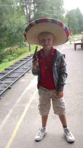 """William körde mer på """"Mexarlooken"""" med sin sombrero."""