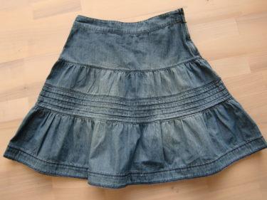 Tyckte även att jag var värd en liten kjol från H&M :-) Tänkte att den kunde vara snygg till ett par tjocka strumpbyxor och ett par stickade (raggisar) nerhasade strumpor i ett par grova kängor.