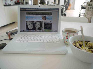 Min morgon har sett ut så här. Kaffe, fil och dator.
