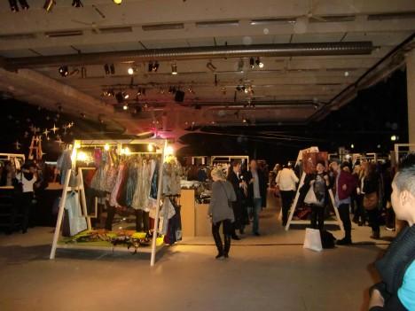 Det var en stor typ av lagerlokal, där alla klädmärken du kan tänka dig såldes för 50-90% billigare.