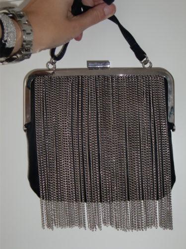 Själv köpte jag en svart väska med kedjor, på Lindex (249 kr). Ska nog ha den imorgon på festen.