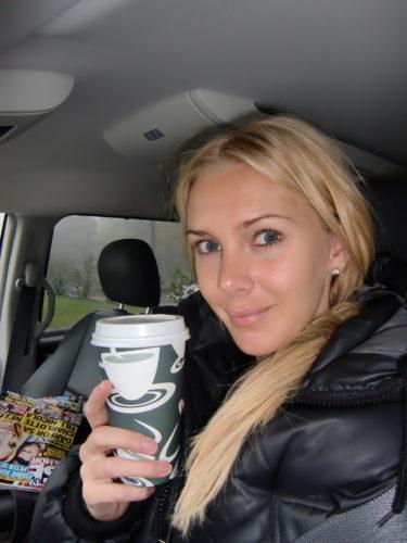Hemma igen. Köpte med mig kaffe för att piggna till och skvaller för att se vad som nu hittats på :-).