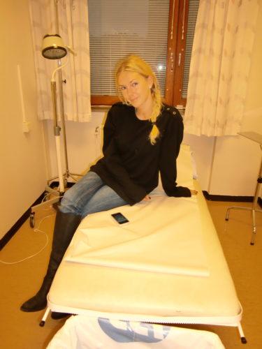 Ibland känns det som om man blir sjuk bara av att vara på ett sjukhus. Har du sett ett tråkigare rum?!