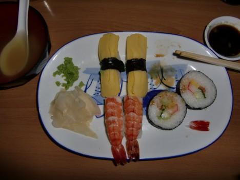 Barnen älskar sushi.