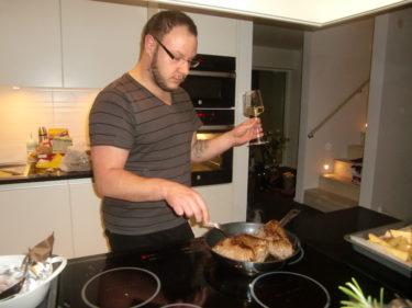 Kristoffer stod för kvällens middag. Pojkarna undrade varför vi inte alltid åt så här god mat :-) I´wonder why?!