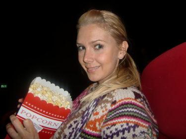 Jag älskar biopopcorn, och åt upp en hel låda innan jag somnade och vaknade lagom till att filmen var slut... oops:-)