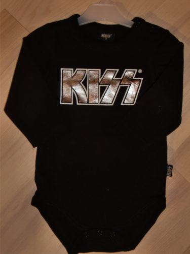 Om pojkarna får bestämma så ska hon vara mer rockigt klädd, så det blev en KIZZ-body från Lindex också (99kr).