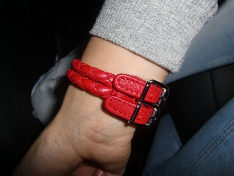 Rött läder.