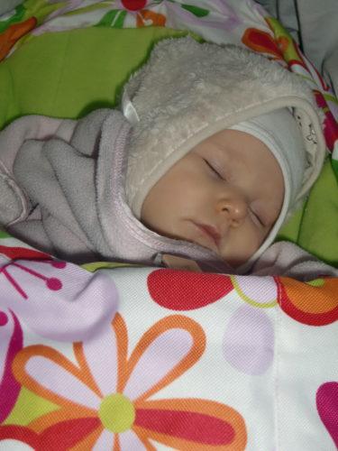 Baby-Liv sov sig igenom hela julmarknadsupplevelsen.