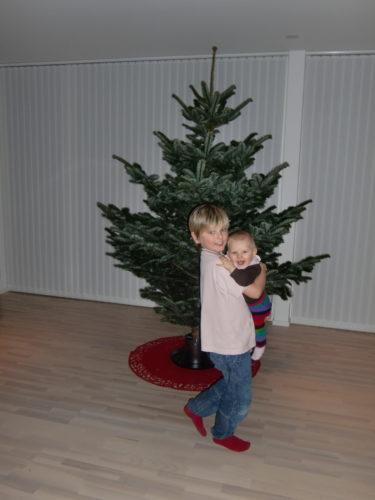 William dansade med Liv till julmusiken som spelades på högsta volym.