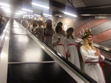 Vi började tåget med att åka ner för rulltrappan i tunnelbanan.
