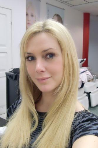Nu känner jag mig mer tillfreds med mitt hår igen :-) Det blir alltid bäst efter ett par dagar och några tvättar. Nu ser det mest höigt nu.