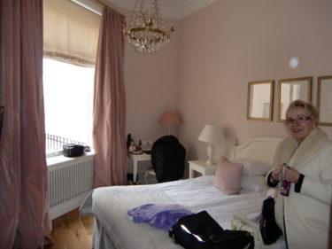 Så här såg vårt lite tjejiga hotellrum i rosa ut.