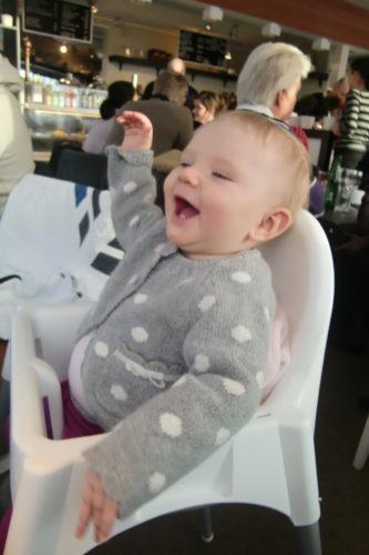 Liv skrattade åt mig och min skridskoteknik när vi om in i värmen. Tycker hon ska bli en isprinsessa. Är det inte många småflickors dröm?