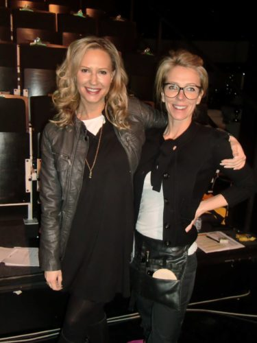Johanna och Lizette är underbara gör oss fina med kläder och smink :-)