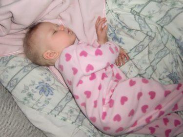 Vi bäddade till Liv nere hos oss, och hon sov som sött när klockan slog tolv och vi firade in det nya året.