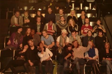 Dgens publikbild ser mer ut som ett klassfoto. Dock en klass med alla olika åldrar.