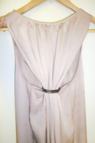 Titta vilken fin rygg det var på klänningen.