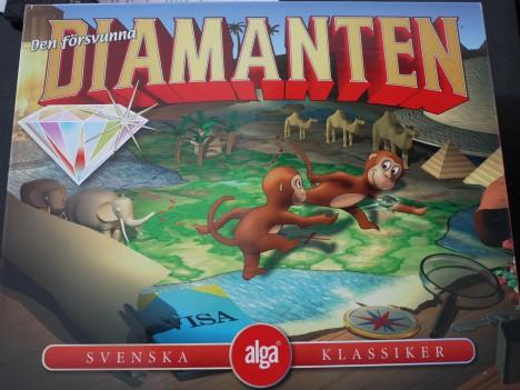 Vi spelade spel och klarade oss från att bli osams :-) Minns du detta? När jag var liten så spelade vi alltid det här spelet, men då såg det inte likadant ut.
