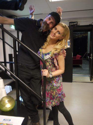 """Vår studioman och vän Rolf """"Muschen"""" Kaiser och jag. Min klänning kommer från Nolita."""