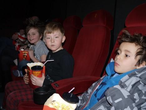 Willliam och Alex gillade filmen, men Mio var lite tveksam. Höll med Mio. Tycker i och för sig att den var bra, men kanske för större barn. Ingen färgglad skrattfilm, utan mer tänkvärd.