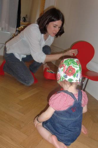 Modeoraklet Cecilia Blankens stylade de små liven. Hon hade t.o.m. matchat sina strumpor med rekvisitan. Kolla in Livs underbara mössa. Hade själv en sådan som barn.