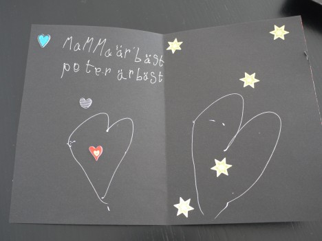 ...i form av ett egentillverkat kort med hjärtan. Så fint att jag börjar graåta