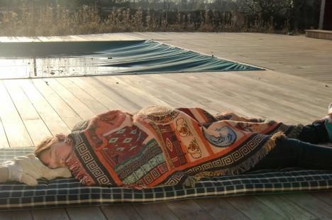 Jag och Amanda tog oss en sovstund i solen. Så skönt!