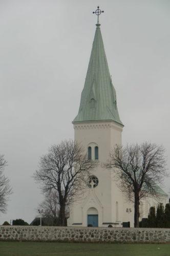 Södra Åkarps kyrka. den är så vacker. Vi träffade ett par utanför som funderade på att gifta sig där och vi rådde dem självklart till det. Vädret var precis som då vi gifte oss. Lite regn, men regn brukar man säga betyder färre tårar i äktenskapet och det stämmer.