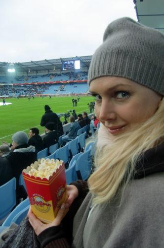 Påbyllsad med popcorn i handen så var jag redo att heja på MFF.