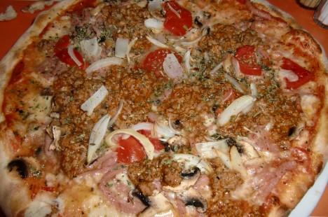 Jag åt en pizza som var allt annat än vegetarisk och nyttig.